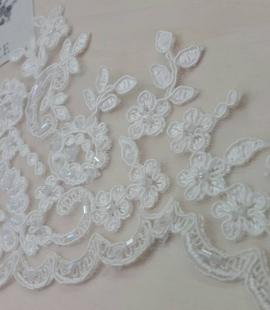 Ziloņkaula krāsas kāzu mežģīnes maliņa ar pērlēm