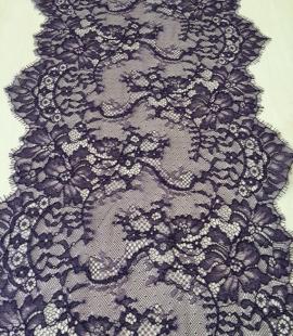 Violeta smalkā mežģīnes maliņa
