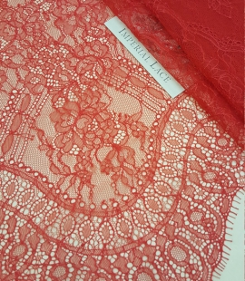Sarkana Chantilly Mežģīne