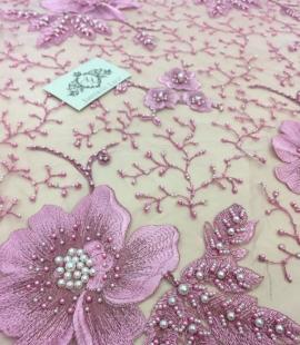 Lillā 3D ziedu raksta mežģīņu audums