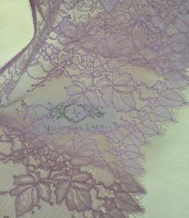 Gaiši ceriņu krāsas mežģīņu maliņa