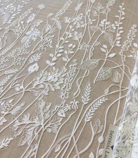 Ziloņkaula organisks ziedu izšuvums uz ttilla auduma