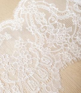 Balta kokvilnas chantilly mežģīnes maliņa no Jean Bracq