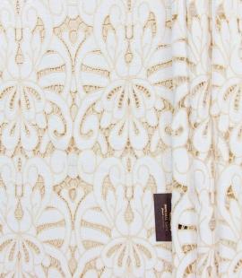 Balts ar gaiši brūns macrame mežģīņu audums
