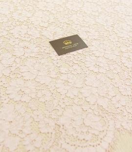 Rozā ziedu raksta gui...