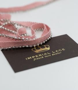 Rozā lente ar sudraba pērlītēm vienā malā