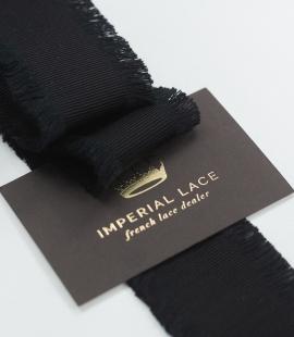 Melna lente ar bārkstīm abās pusēs