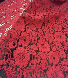 Sarkana ar melnu guipure mežģīņu audums