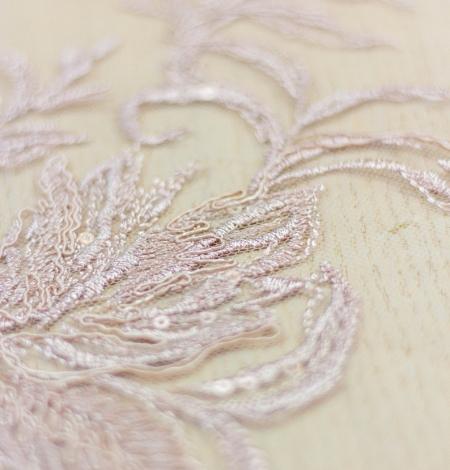 Veci rozā puķains raksta izšuvums ar fliteriem uz tilla auduma. Photo 5