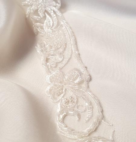 Ziloņkaula krāsas mežģīnes maliņa izšūta ar pērlītēm. Photo 3