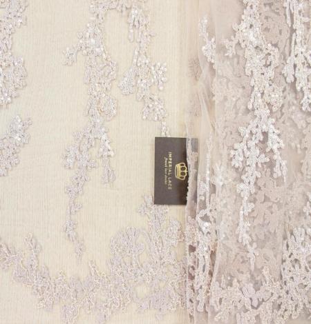 Miesas krāsas organisks izšuvums ar fliteriem uz tilla auduma. Photo 1