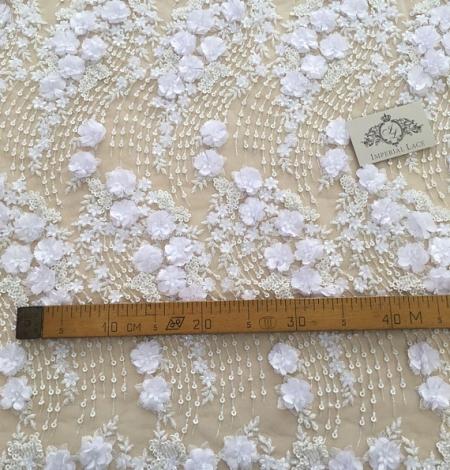 Balta 3D ziedu raksta izšuvums uz tilla auduma. Photo 4