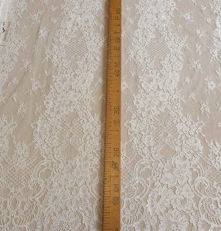 Ivory chantilly lace fabric. Photo 7