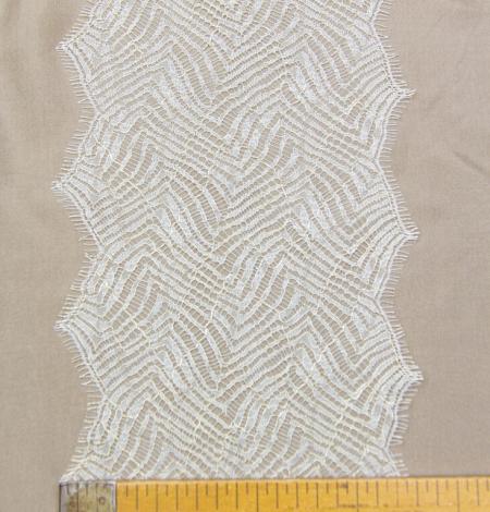 Ziloņkaula ar zelta diegu organisks raksta chantilly mežģīņu apdare. Photo 8