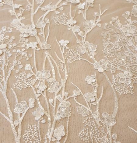 Ziloņkaula ziedu izšuvumi uz tilla auduma. Photo 3