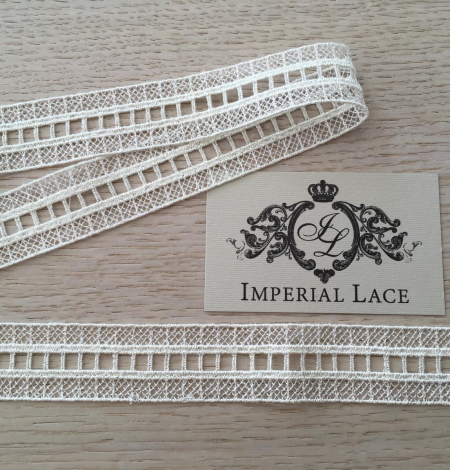 Ivory lace trimming. Photo 6
