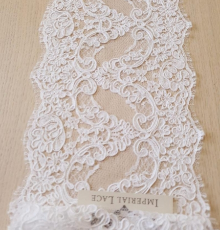 White French lace trim. Photo 2