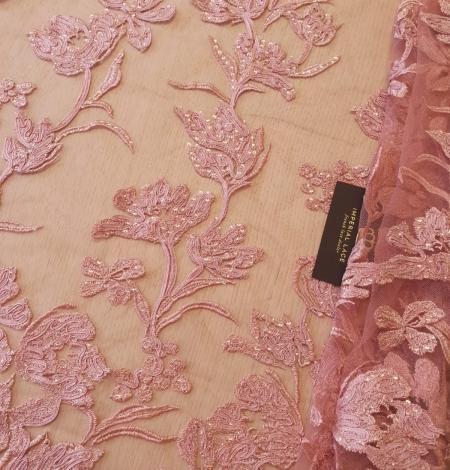 Aveņu rozā ziedu raksta izšuvums ar fliteriem uz mīksta tilla auduma. Photo 1