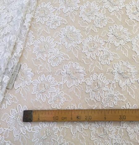 Balts ar izšuvumu mešģīņu audums. Photo 6