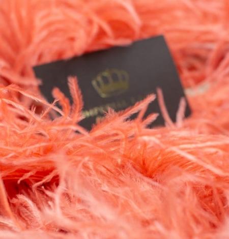 Koraļļu oranžas maigas strausa spalvas. Photo 3