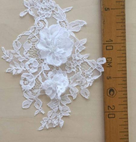Sniegbalta aplikācija ar 3d puķēm un kristāliem. Photo 2