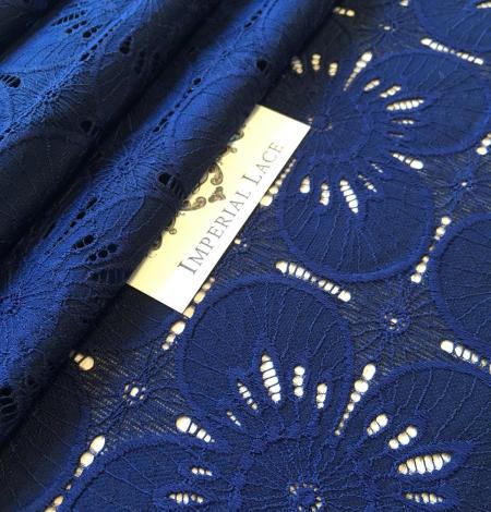 Tumši zila ziedu raksta guipure mežģīņu audums. Photo 2