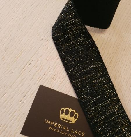 Melns ar zelta gumijas lentes aplikācija. Photo 3