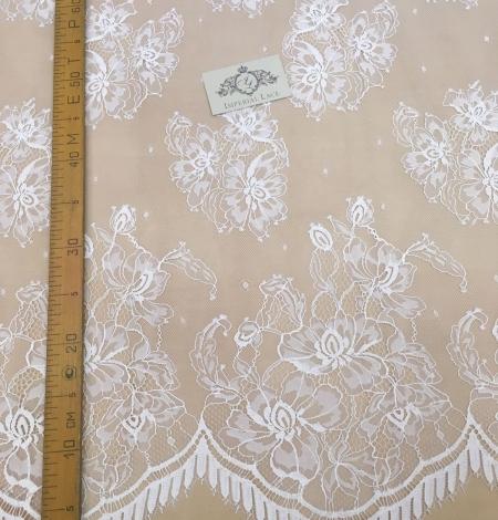 Piena Balta puķaina plāna mežģīne. Photo 3