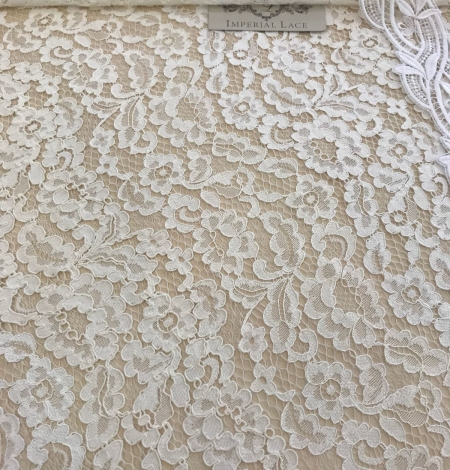 Ivory and offwhite lace fabric. Photo 6