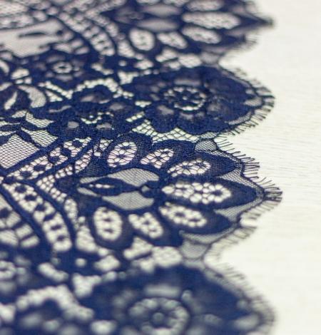 Tumši zila ziedu raksta chantilly mežģīņu audums. Photo 3