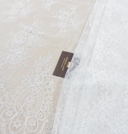 Piena balta ziedu raksta chantilly mežģīņu audums. Photo 1