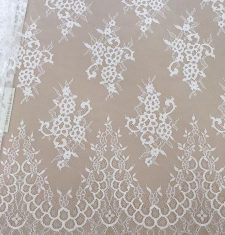 Piena Balta puķaina plāna mežģīne. Photo 1