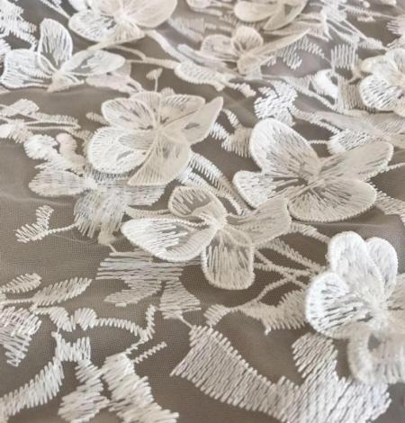 Balts 3D ziedu raksta izšuvums uz tilla auduma. Photo 2