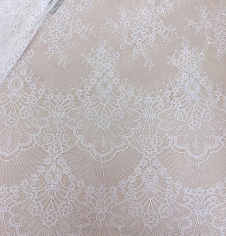Off white chantilly lace fabric. Photo 1