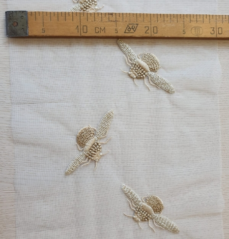 Ziloņkaula krāsas tills ar zelta bitīšu izšuvumu. Photo 7
