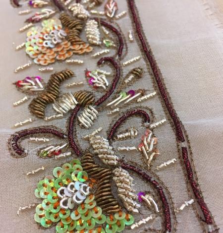 Ar rokām darināts zardozi izšuvums uz zīda organzas. Photo 2