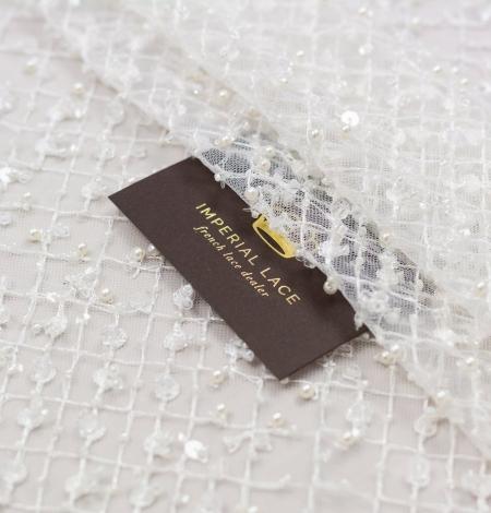 Piena balts pērļots tīkla raksts uz tilla auduma. Photo 1