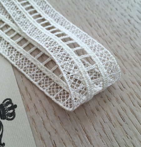 Ivory lace trimming. Photo 5