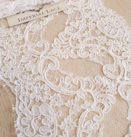 White French lace trim. Photo 1