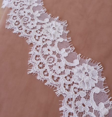 Balta bieza mežģīnes maliņa. Photo 2