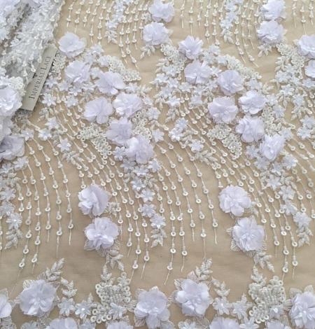 Balta 3D ziedu raksta izšuvums uz tilla auduma. Photo 1