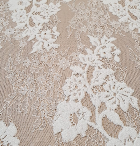 Off White  guipure with chantilly pattern lace fabric. Photo 4