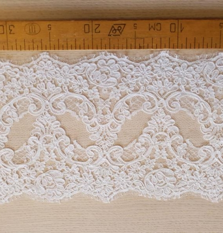 White French lace trim. Photo 7