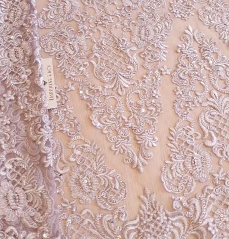 Pelēki lillā pērļots izšuvums uz tilla auduma. Photo 5