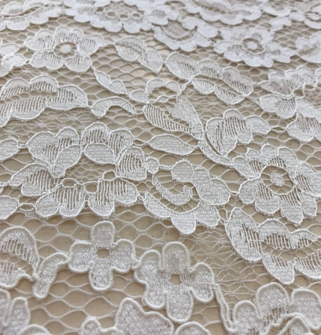Ivory and offwhite lace fabric. Photo 4