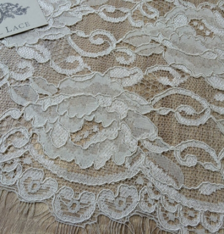 Off-white Lace Fabric. Photo 2