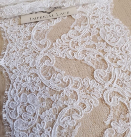 White French lace trim. Photo 5