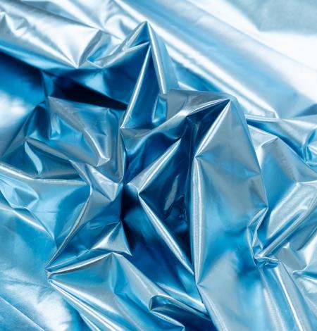 Zilas krāsas spīdīgs lietusmēteļa audums. Photo 5
