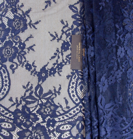 Tumši zila ziedu raksta chantilly mežģīņu audums. Photo 1
