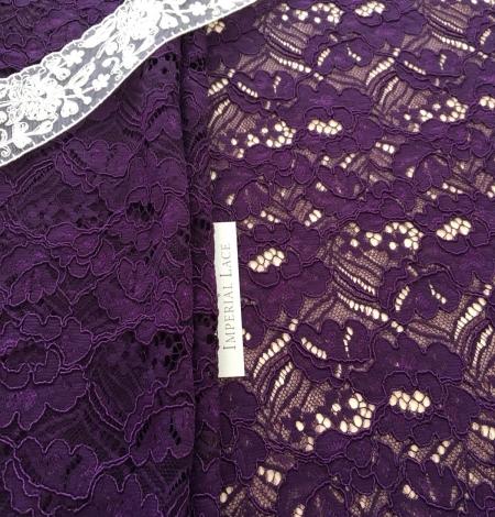 Violets ziedu raksta guipure mežģīņu audums. Photo 3